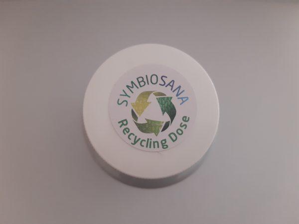 Runder Deckel in weiß mit der Aufschrift Recycling Dose.